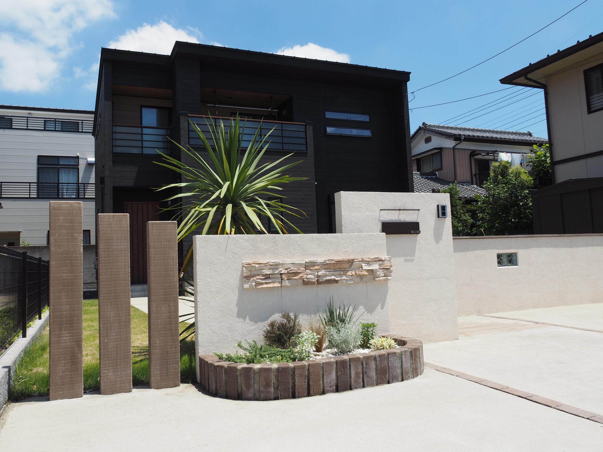 【牛久市 I様邸】 お庭で寛ぐベンチの設置と、植栽スペースを拡張したリガーデン工事