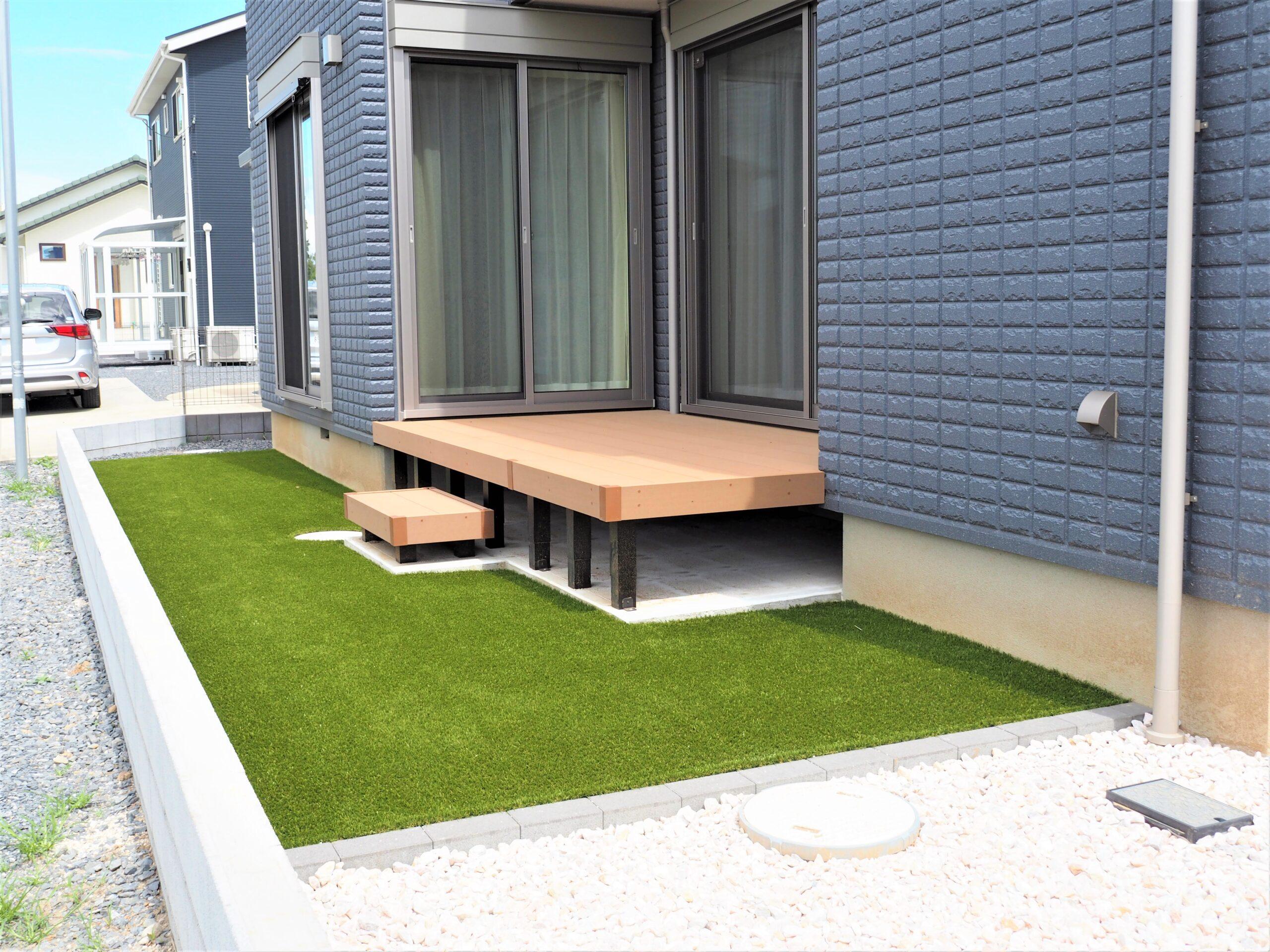 牛久市・T様邸、人工芝と化粧砂利の敷設工事を行いました!
